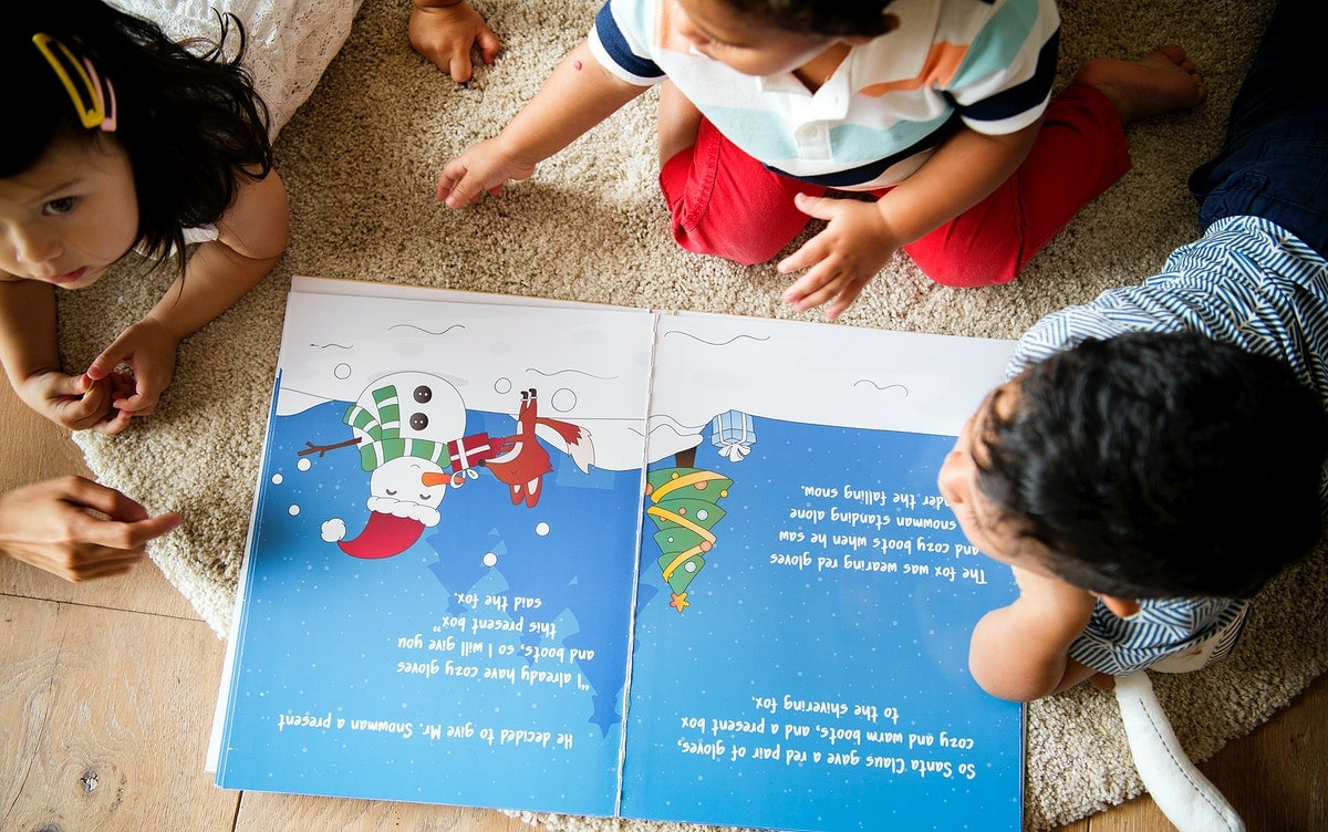 Children reading a free phonic book